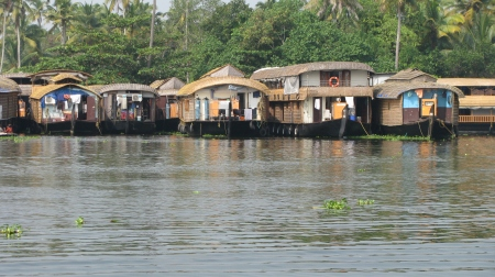 houseboats waiting
