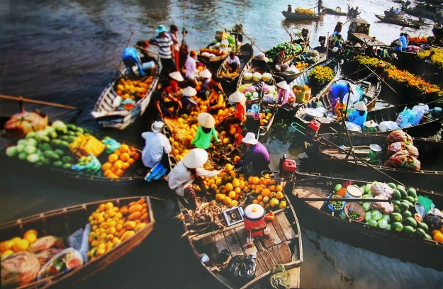 Cai-Be-market-busy-floating-market-in-Mekong-Delta